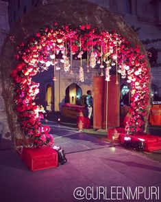 Chic and Stunning ❤️ Wedding Decor Design by Gurleen M Puri . . . . . #gurleenmpuri #wedding #weddingplanner #modern #love #beauty #decor #indianweddings #happilyeverafter #floral #exquisite #instacool #nofilter #groom #indianbride #weddingdecor #weddings #weddingphoto #weddingplanning #shaadi #happyclients #weddingphoto