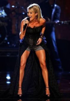 Get sexy legs like Carrie Underwood with my tips on diet and exercise routines. Underwood knows that she needs to get plenty of exercise to keep her legs so tight and strong. Fitness Motivation, Fitness Diet, Health Fitness, Fitness Expert, Trainer Fitness, Skinny Motivation, Woman Fitness, Motivation Wall, Workout Fitness