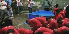 Após discipulado, 56 detentos são batizados em presídio de Minas Gerais