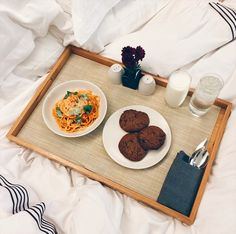 DINNER IN BED | A Sunday treat that you deserve. Photo: tinaleung