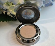 URBAN DECAY Eyeshadow (0.05 oz.) -  Sellout #UrbanDecay $14.00 available @ stores.ebay.com/kleeneique #kleeneique