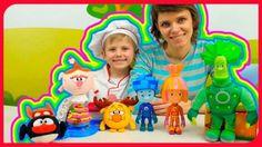 Видео про игрушки: Фиксики Нолик Симка Папус и Смешарики Пин Лосяш. Готовим торт для Нюши http://video-kid.com/20824-video-pro-igrushki-fiksiki-nolik-simka-papus-i-smeshariki-pin-losjash-gotovim-tort-dlja-nyushi.html  Видео для детей про #игрушки #Фиксики и #Смешарики в котором #Даник будет играть в повара вместе со своей мамой. В этом выпуске #ВесёлаяКухня маленький повар Даник будет готовить торт из пластилина #ПлейДо для Свинки Нюши из мультфильма Смешарики, а помогать ему будут…