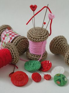 Ravelry: Yarn spool pincushion pattern by Anna Hillegonda