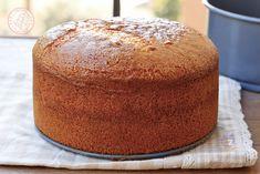 TORTA ALLO YOGURT Brown Sugar Pound Cake, Brown Sugar Cakes, Round Cake Pans, Round Cakes, Sweet Recipes, Cake Recipes, Dessert Recipes, Cake Cookies, Cupcake Cakes