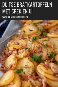 Duitse bratkartoffeln met spek en ui - Francesca Kookt Comfort Food, People Eating, Gnocchi, Potato Recipes, Potato Salad, Side Dishes, Food And Drink, Favorite Recipes, Lunch