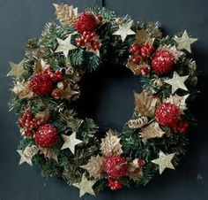 Christmas wreath make for the front door: 40 great ideas - Hair Beauty - Food and Drink - Christmas - DIY and Crafts - Home Decor Christmas Wreaths To Make, Fall Wreaths, Christmas Balls, How To Make Wreaths, Door Wreaths, Christmas Diy, Felt Decorations, Christmas Tree Decorations, Holiday Decor