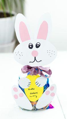 DIY Osterhase aus Papier basteln - schöne Geschenkverpackung zu Ostern - Geschenkidee Ostern - einfach zu basteln und super niedlich Diy Ostern, Tweety, Diy Papier, Hello Kitty, Inspiration, Super, Character, German, Wrapping Gifts