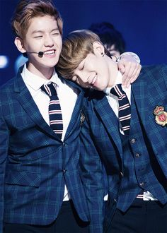 #EXO's Baekhyun & Chen (BaekChen) ~ awnn♥ they're too cute together like this º○•♡
