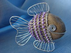 I really like the wired fish rock!an inspirational idea! Wire Wrapped Jewelry, Wire Jewelry, Beaded Jewelry, Jewelery, Wire Crafts, Metal Crafts, Jewelry Crafts, Stone Crafts, Rock Crafts