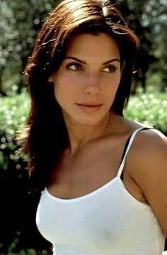 Sandra Bullock beauty best outfits - Page 25 of 34 - Celebrity Style and Fashion Trends Sandro, Actrices Sexy, Actrices Hollywood, Female Stars, Beauty News, Face Shapes, Most Beautiful Women, Simply Beautiful, Beautiful Actresses