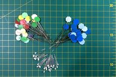 MATERIAL BÁSICO PATCHWORK - MIMANA PATCHWORK Bobby Pins, Hair Accessories, Sewing Needles, Sewing By Hand, Beginner Sewing Patterns, Sewing Tutorials, Chalk Markers, Threading, Hairpin