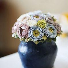Thailand student work... All made with buttercream... #koreanbuttercream #2 #instagood #cake #cakeicing #buttercream #vase #flowers #flowercake  #flower #buttercreamflowers #flowercake #kissthecake #blossom #vasecake #케익 #케이크 #플라워케이크 #꽃 #버터크림 #키스더케이크 #버터플라워케이크 #버터크림플라워케이크