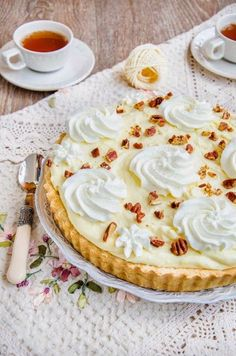 Pentru ca de mult visam la o tarta cu banane buna-buna si pentru ca mi-am adus aminte de Banana straciatella cheesecake  care a a... My Recipes, Dessert Recipes, Cooking Recipes, Favorite Recipes, Healthy Recipes, Healthy Foods, Culinary Arts, Nom Nom, Cheesecake