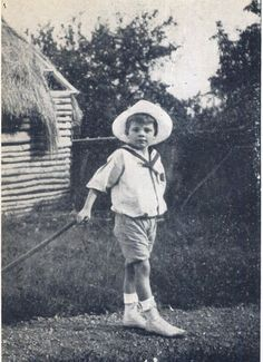 Le Petit Prince... Antoine de Saint-Exupéry, 6 ans, 1906. Gallimard, Saint-Exupéry par Pierre Chevrier, 1958.