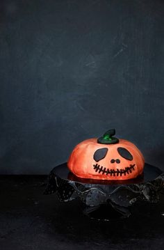 Näin kokoat Halloweenin karmivimman kakun!   K-ruoka #kurpitsa #halloween Creepy, Scary, Pumpkin Carving, Halloween Party, Fun, Crafts, Decor, Manualidades, Decoration
