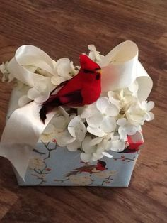 Inspiration Only: Pretty Gift Wrapping using a bird, hydrangeas and a bow. Creative Gift Wrapping, Present Wrapping, Creative Gifts, Wrapping Ideas, Craft Gifts, Diy Gifts, Christmas Gift Wrapping, Christmas Gifts, Santa Gifts