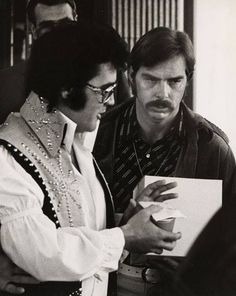 Leaving his hotel and heading to the airport with a jar a Skippy peanut butter given to him by a fan in Philadelphia on June 24, 1974  Elvis took several minutes to talk with some fans at Eppley Airport in Philadelphia before boarding his jet. Also, Dick Grob