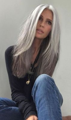 Grey Hair Over 50, Long Gray Hair, Silver Grey Hair, Gray Hair Women, Long Hair Older Women, Natural Hair Wigs, Pelo Natural, Natural Hair Styles, Hairstyles Over 50