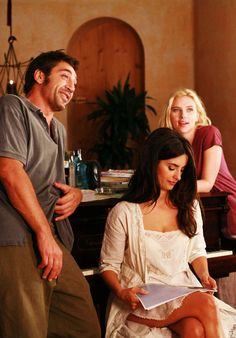 Penelope Cruz, Javier Bardem, Scarlett Johansson on the set of Vicky Cristina Barcelona (Woody Allen, 2008)