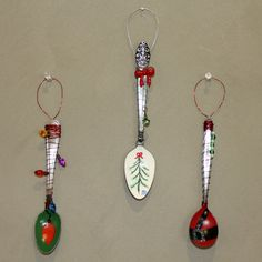 Audiz Creations: Some More Hand Painted Spoon Ornaments. Spoon Ornaments, Hand Painted Ornaments, Xmas Ornaments, Primitive Ornaments, Diy Christmas Decorations Easy, Cheap Christmas Gifts, Christmas Love, Christmas Ideas, Painted Spoons
