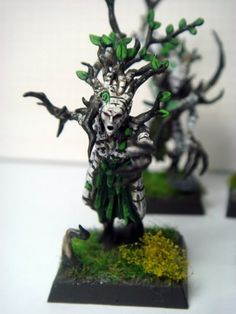 After painting and quickshading so many Lizzie models, I needed a break back to traditional painting and I took on some of my Dryads I had lying around. Warhammer Wood Elves, Warhammer Aos, Warhammer Fantasy, Love Painting, Figure Painting, Dungeons And Dragons Memes, Fantasy Model, Wood Elf, Fantasy Miniatures