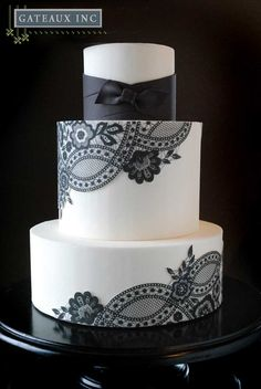 white wedding cakes If I go with black bridesmaid dresses, I would love this cake without the ribbon. Id have to add some color to it with bouquet flowers. Black And White Wedding Cake, White Wedding Cakes, Beautiful Wedding Cakes, Gorgeous Cakes, Pretty Cakes, Amazing Cakes, Lace Wedding, Purple Wedding, Beige Wedding