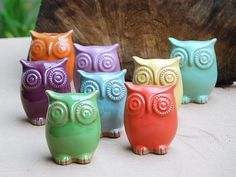 Hoots in a rainbow of colors!  Diggin' the purple and aqua ones!  Well all of them really.