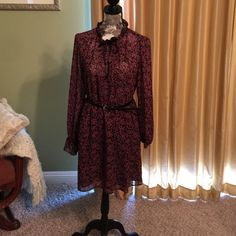 Gorgeous print dress Leaf print dress. Gorgeous for fall and winter. Comes with black belt Dresses Midi