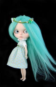 OOAK-Custom-Blythe-doll-Absinthe-green-alpaca-reroot-by-Fausto-Gretchen