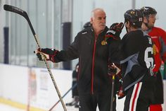 Coach Q talks with Andrew Shaw at practice. #Blackhawks