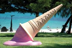 Going, going... gone - Stuart Clipston - Sculpture by the Sea at Cottesloe Beach (Perth - Australia) 2006
