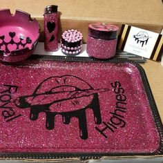 Inhale the good shit, exhale the bull shit Custom rolling tray sets with ashtray lighter and storage jar Diy Resin Tray, Diy Resin Crafts, Minions, Color Secundario, Stoner Gifts, Stoner Art, Pipes And Bongs, Puff And Pass, Stoner Girl