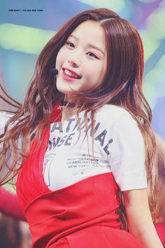 K-Pop Babe Pics – Photos of every single female singer in Korean Pop Music (K-Pop) Asian Woman, Asian Girl, Woo Young, Japanese Girl Group, Kpop Outfits, Female Singers, Ulzzang Girl, Celebrity Gossip, K Idols