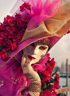 Welcome to the most beautiful Carnival in the world! The Carnival of Venice from 31 st January to February the world's most delicious festival! Venice Carnival Costumes, Mardi Gras Carnival, Venetian Carnival Masks, Carnival Of Venice, Venetian Masquerade, Masquerade Ball, Venice Carnivale, Venice Mask, Costume Venitien