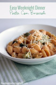 Pasta Con Broccoli, this easy weeknight dinner recipe is a family favorite! Copycat recipe from St.Louis' Pasta House.