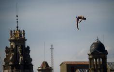 El nord-americà Kent de Mond, en ple vol en un dels seus dos salts, aquest dilluns.
