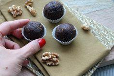 Magst du Brownies? Dann musst du unbedingt diese (industrie-) zuckerfreien Energy Balls probieren!