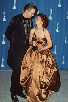 21 Vintage Couples on the Oscars Red Carpet - Grace Kelly, Clark Gable, Hugh Grant, Elizabeth Hurley - Elle Susan Sarandon, Hollywood Couples, Celebrity Couples, Award Show Dresses, Tim Robbins, Hollywood Red Carpet, Hollywood Icons, Throwback Pictures, The Rocky Horror Picture Show
