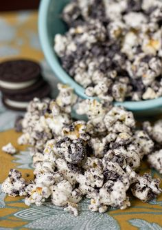 Cookies and Cream Popcorn -- 1 small bag kettle corn, white chocolate chips melted & crush Oreo's - Mix - Lay on cookie sheet to cool. Oreo Popcorn, Popcorn Snacks, Popcorn Recipes, Snack Recipes, Dessert Recipes, Sweet Popcorn, Candy Popcorn, Microwave Popcorn, Flavored Popcorn