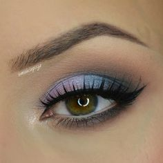 This 'Daytime Duochrome' look by Kasia uses Makeup Geek Eyeshadows in Blacklight, Latte, and In The Spotlight.