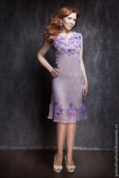 Платье Сиреневые сны. Эксклюзивное авторское платье, связанное из итальянских ниток высочайшего качества. Вес платья всего 340 грамм. Мелкая сеточка придает платью легкость. Цветы как бы парят в невесомости, напоминая утренний сон.