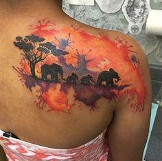 A silhueta de uma manada de elefantes andando tronco e cauda, é embelezado com uma variedade de manchas de aquarela.