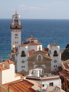 Basilica in Candelaria - Tenerife, Spain Vacation Places, Dream Vacations, Places Around The World, Around The Worlds, Tenerife Sea, Holiday Places, Southern Europe, Destination Voyage, Destinations