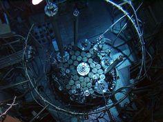 elektronisches-zeitecho:  Underwater reactor core at the SCK•CEN Belgian nuclear research center