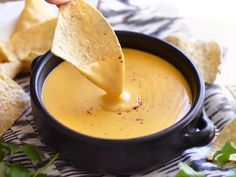 How to Make Cheese Sauce in the Microwave. If you're tired of the macaroni and cheese with powdered cheese flavoring, want to dress up some plain veggies, or need something quick and easy to serve with nachos, try this cheese sauce. Homemade Nacho Cheese Sauce, How To Make Cheese Sauce, Homemade Nachos, Cheese Dip Recipes, Sauce Recipes, Mexican Food Recipes, Vegetarian Recipes, Cooking Recipes, Mexican Dinners