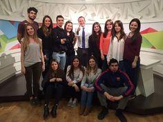Roberto Fernández con los alumnos del #MásterPeriodismo en una práctica de presentación de informativos #escuelaces