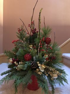 like the ornaments, it's elegant, no red, needs twinkles – Diy Garden İdeas Christmas Planters, Christmas Candles, Christmas Centerpieces, Outdoor Christmas Decorations, Diy Christmas Ornaments, Christmas Wreaths, Christmas Flower Arrangements, Christmas Flowers, Noel Christmas