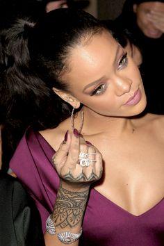 Pinterest: @ confvsions   ❀ Rihanna Makeup, Rihanna Riri, Rihanna Style, Rihanna Video, Saint Michael, Best Of Rihanna, Rihanna Looks, Good Girl Gone Bad, Divas