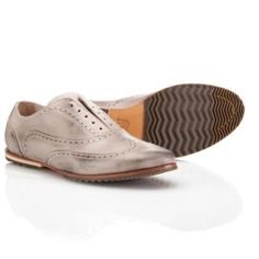 In the early 20th century, the Brogue style of footwear was created for long walks in the country – our modern update lives up to that spirit of activity and adventure with a full-grain leather upper and durable rubber pods on the leather sole to ensure you stay comfortable during long days on your feet.