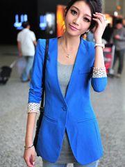 Kiểu mẫu áo vest công sở dáng dài, lý tưởng cho các cô nàng có vóc dáng cao, cùng với tông màu xanh da trời lãng mạn, viền tay cá tính